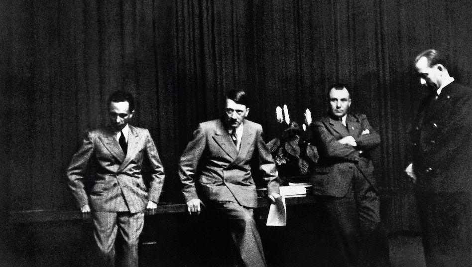 NS-Größen Joseph Goebbels, Hitler, Martin Bormann: Die baltischen Staaten an die Sowjetunion ausgeliefert