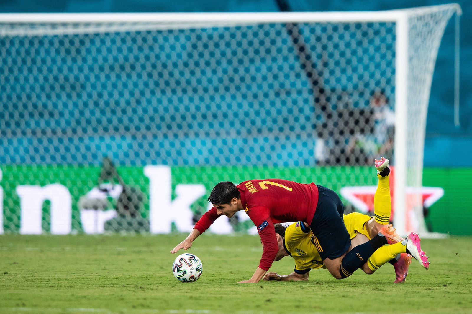 210614 Alvaro Morata Ãlvaro Morata of Spain and Albin Ekdal of Sweden during the UEFA EURO, EM, Europameisterschaft,Fu