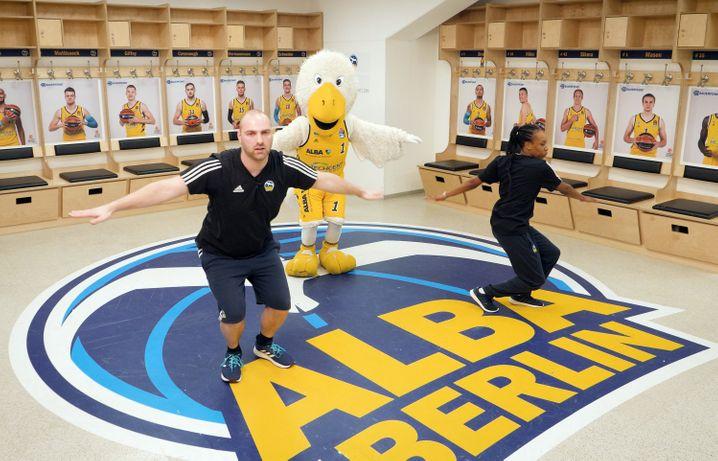 Pausenprogramm: Trainer des Basketball-Bundesligisten Alba Berlin geben täglich Online-Sportstunden