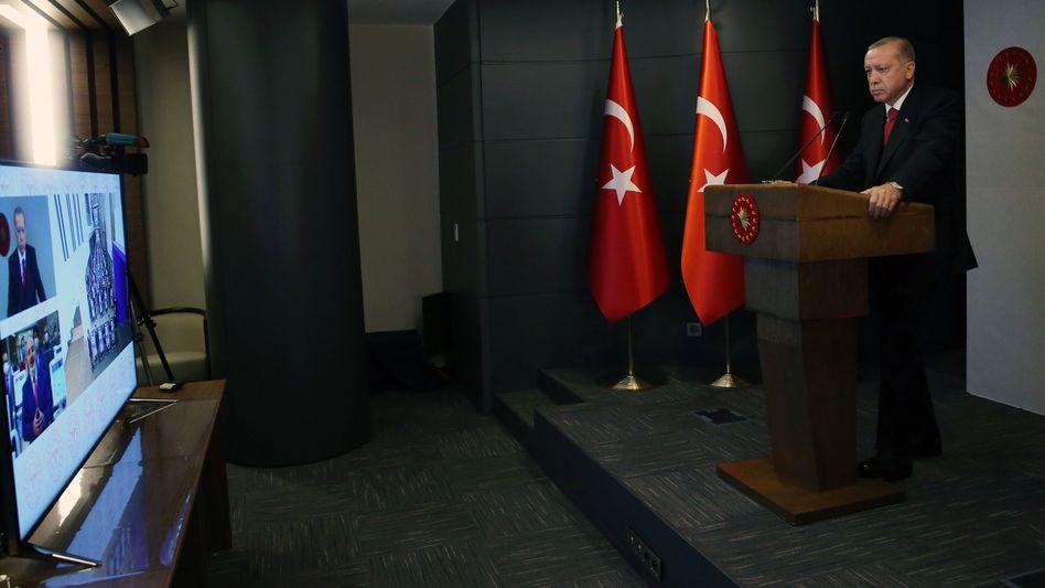 Erdogan bei der Videokonferenz zur Eröffnung eines Istanbuler Krankenhauses: Ausmaß der Krise heruntergespielt