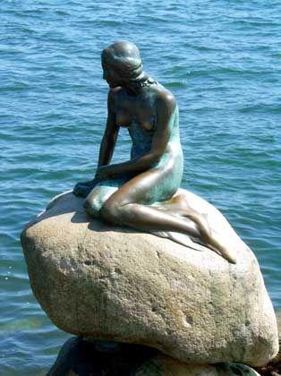 "Die ""Kleine Meerjungfrau"": Sexspielzeug umgeschnallt"