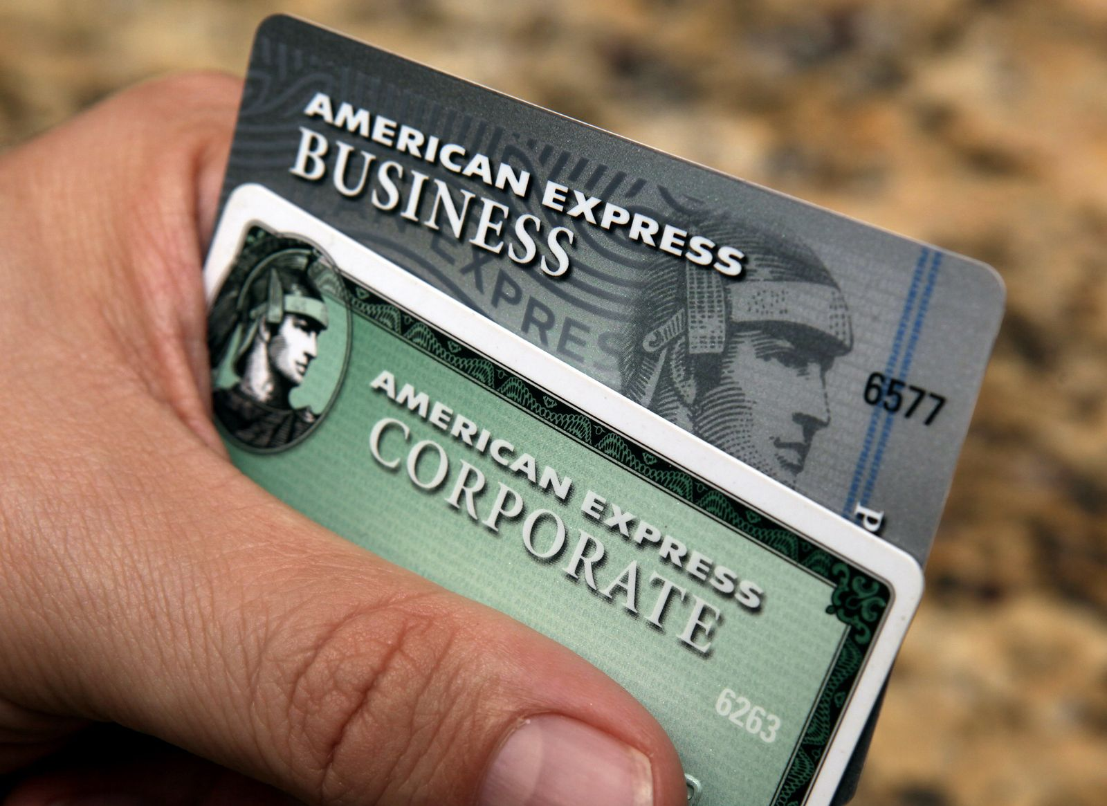 CORRECTION Earns American Express