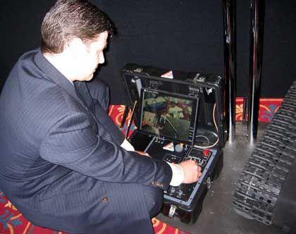 """Armee-Ingenieur bei der Steuerung des """"Talon""""-Roboters: Warnung vor dem """"Terminator"""""""