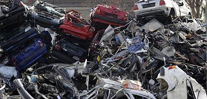 Schrottautos (in Stuttgart): Abwrackprämie gilt bis fünf Milliarden Euro