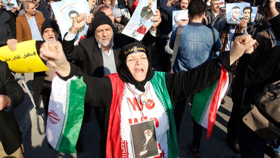 Pro-Regierungsdemonstranten in Teheran