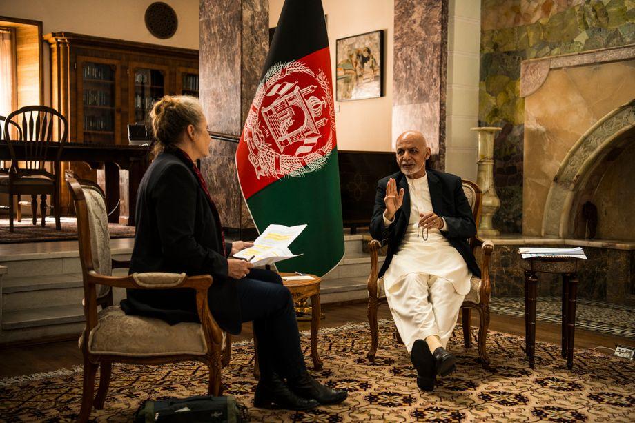 President Ghani with DER SPIEGEL reporter Susanne Koelbl