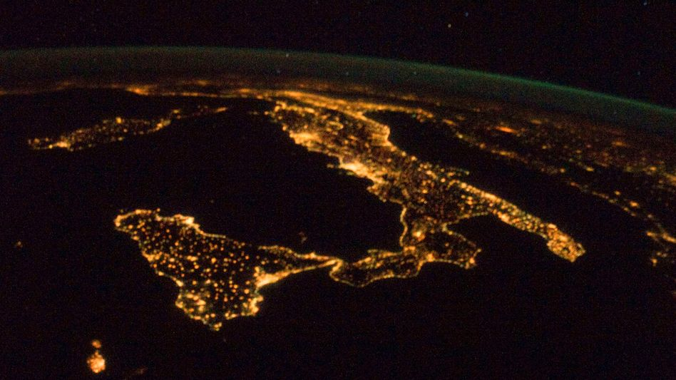 Italien bei Nacht (aus dem Weltraum betrachtet, 2012)