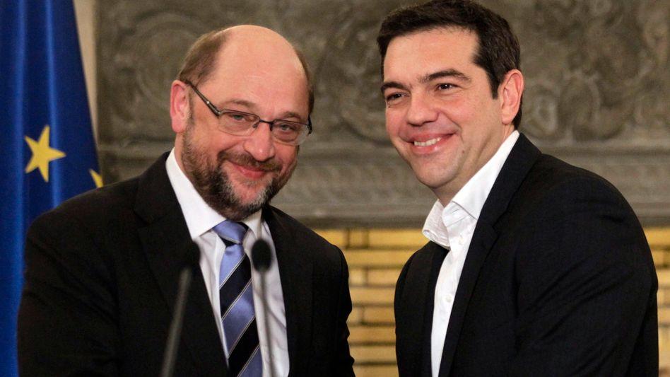 """Politiker Schulz (l.), Tsipras: """"Hauptsache, Griechenland kommt in die Lage, überhaupt zurückzahlen zu können"""""""