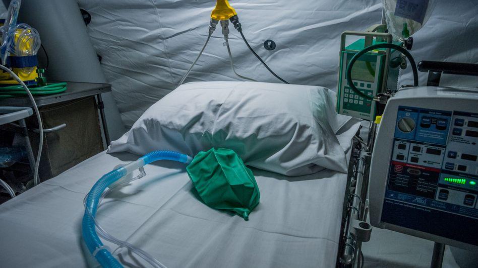 """Behelfs-Intensivstation einer Klinik in Bergamo: """"Es gibt keine würdige Beerdigung"""""""