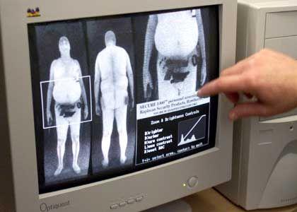 Körper-Scan bis auf die Knochen: Immer mehr Politiker wünschen sich gläserne Bürger