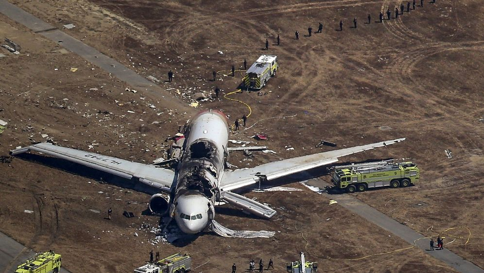 Photo Gallery: Plane Crashes in San Francisco