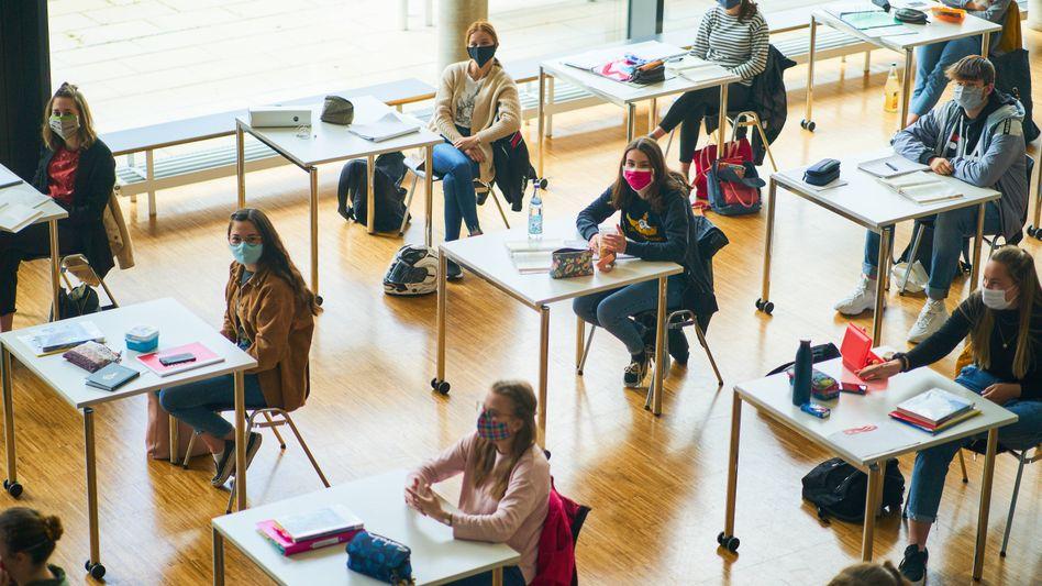 Masken im Klassenraum: Auf Grundlage des NRW-Schulgesetzes können Schülernicht einfach vom Unterricht ausgeschlossen werden, weil sie Mund und Nase nicht bedecken wollen