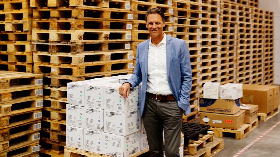 Unternehmer Theiler:Zwölf Milliarden Mundschutze im Jahr