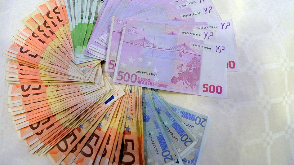 Große Bargeldsumme (Symbolbild): Weniger Geld für die Parteikassen