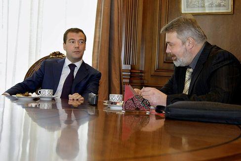 Russian President Dmitry Medvedev gives an interview to Novaya Gazeta editor-in-chief Dmitry Muratov on April 13.
