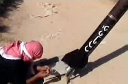 Dschihad für die Weltherrschaft: Ein Qaida-naher Islamist hantiert im Gaza-Streifen mit einer Rakete