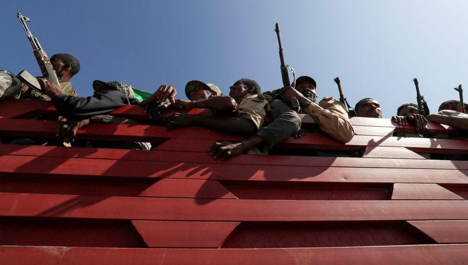 Milizen auf einem Truck