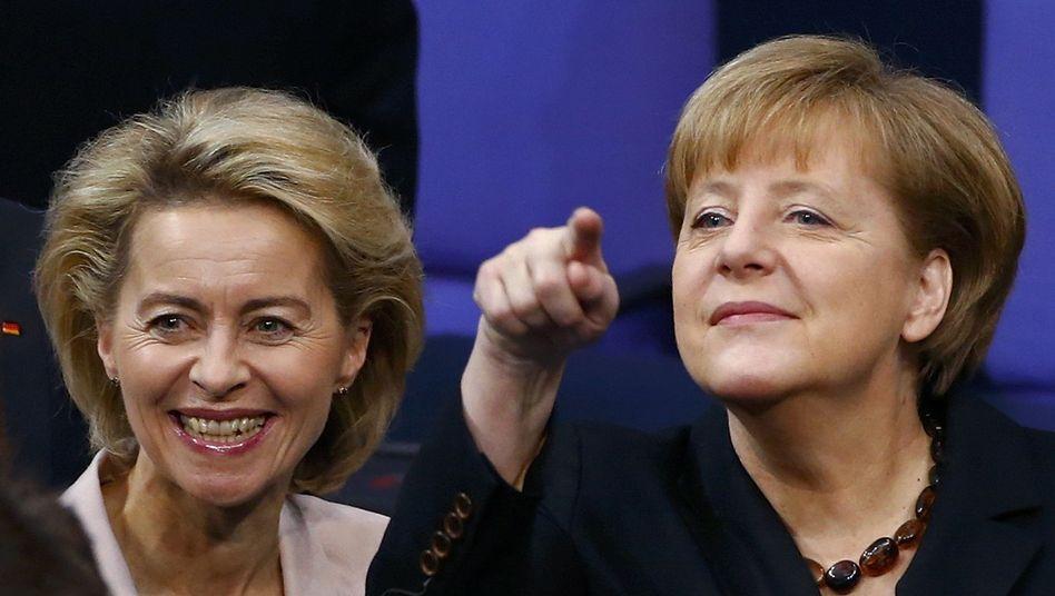 Von der Leyen (links), Merkel: Vieraugengespräch kurz nach der Wahl