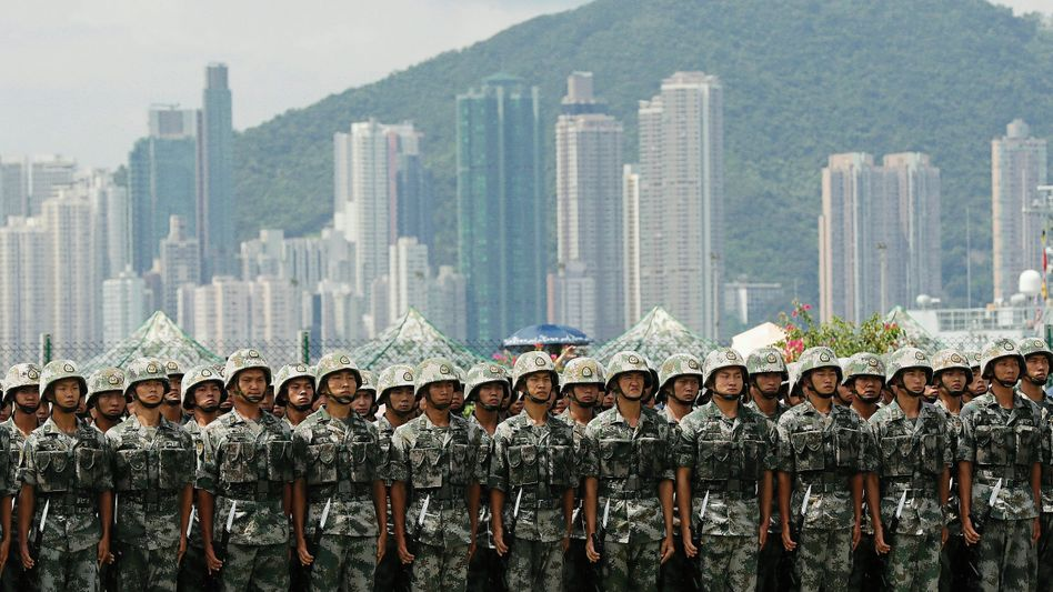 Chinese soldiers stationed in Hong Kong: The end of freedom of expression