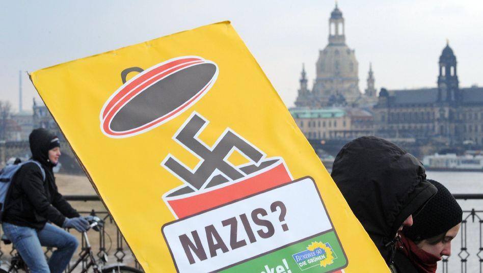 Anti-Neonazi-Demo in Dresden (im Februar 2009): Plakate beschlagnahmt