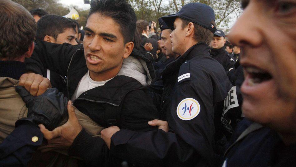 """""""Dschungel von Calais"""": Französische Polizei räumt Flüchtlingslager am Ärmelkanal"""
