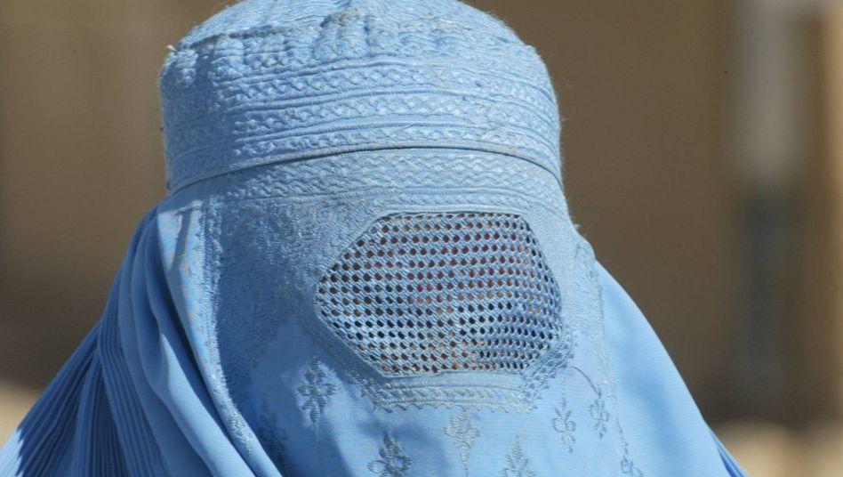 Traditionelle Burka: Keine Vollverschleierung im Frankfurter Bürgeramt