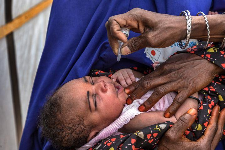 Ein Kleinkind wird geimpft