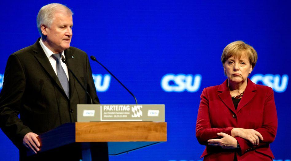Seehofer, Merkel auf dem CSU-Parteitag 2015