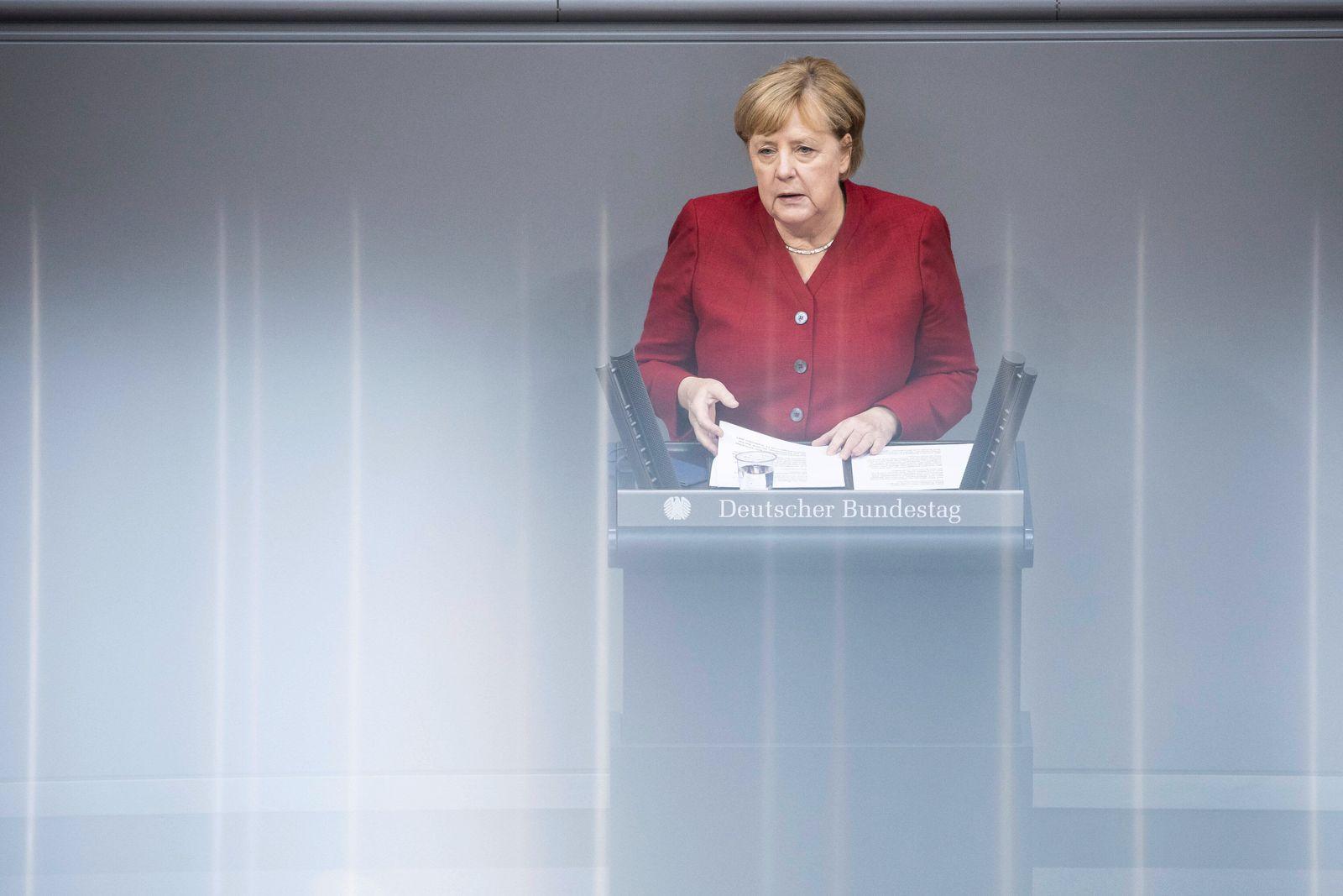 Angela Merkel, Bundeskanzlerin, aufgenommen im Rahmen einer Sondersitzung zur Situation in Afghanistan im Deutschen Bun