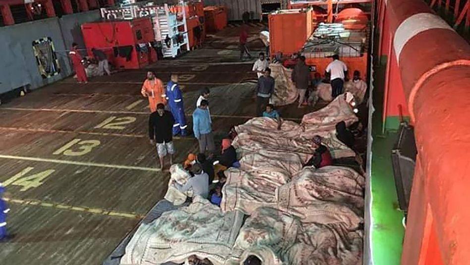 """Flüchtlinge an Bord der """"Maridive 601"""""""