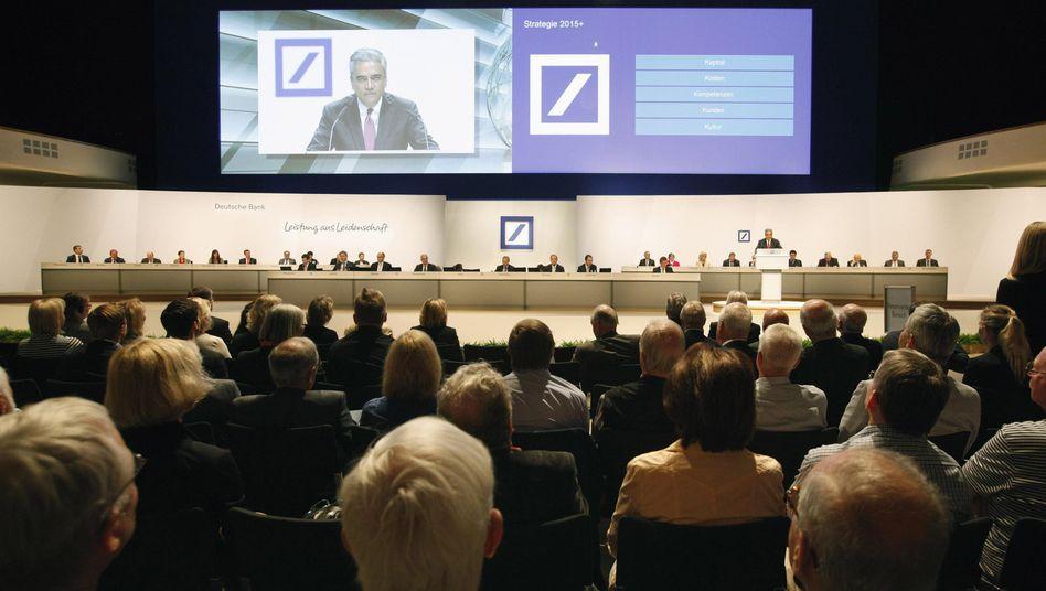 Manager-Riege der Deutschen Bank: Wütende Anleger