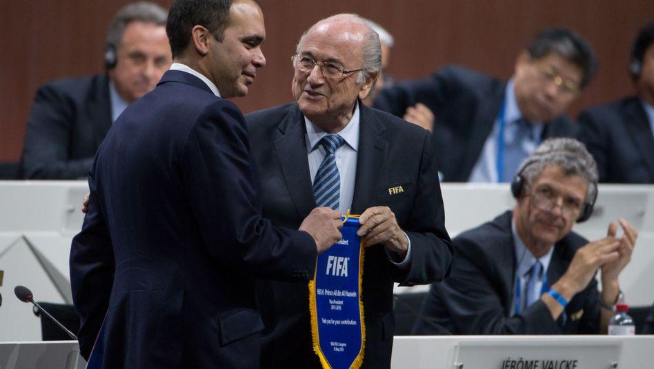 Prinz Ali Bin Al Hussein (l.), Joseph Blatter: Neuanfang ohne alte Protagonisten