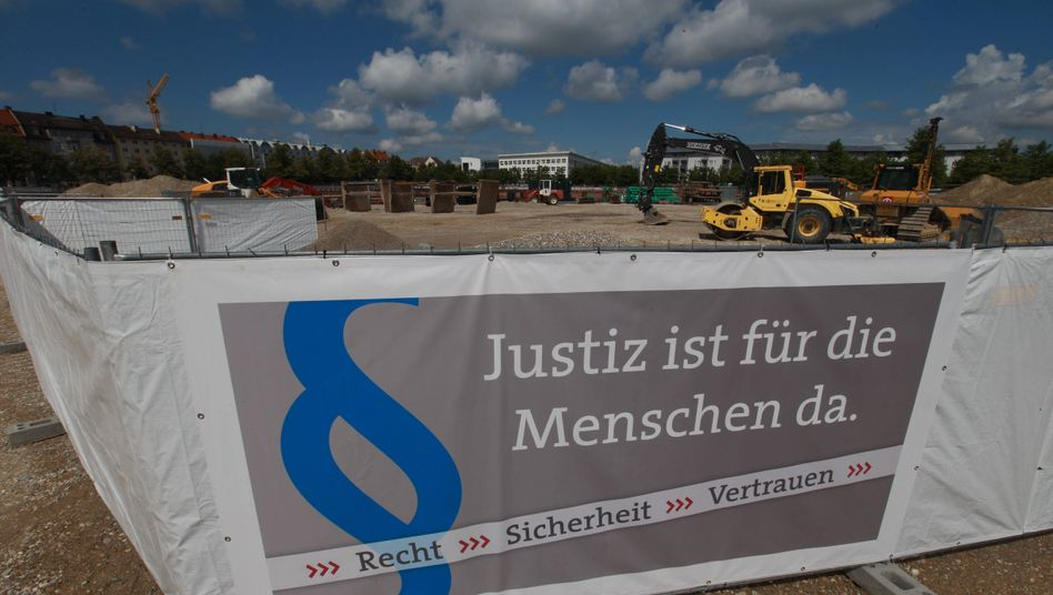 """""""Justiz ist für die Menschen da"""": Grundsteinlegung am Strafjustizzentrum"""