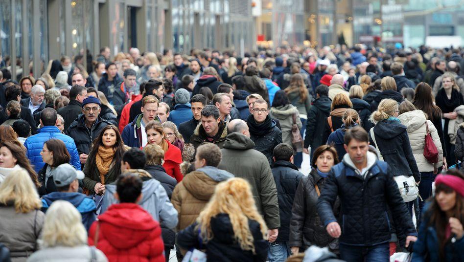Einkaufsstraße in Frankfurt: In Deutschland hohe Abgabenlast