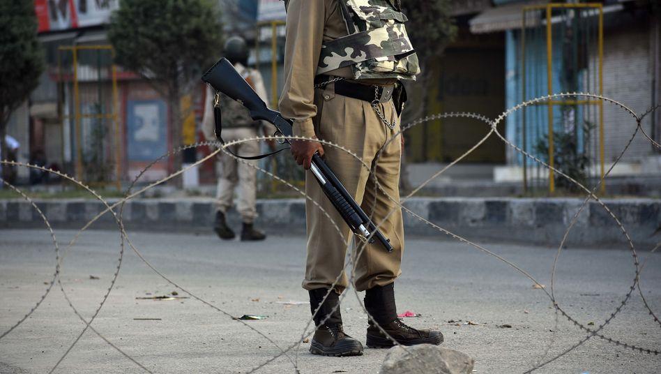 Ein indischer Soldat in der Region Kaschmir (Archivbild)