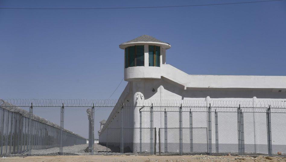 Die Außenbefestigung eines mutmaßlichen Internierungslagers für Uiguren in der Provinz Xingjiang