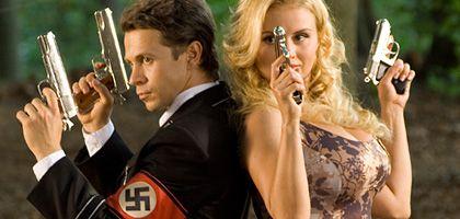 Agentenpärchen Schulenberg (Pavel Derevyanko) und Sina (Anna Semenovich): Geheime Mission in Nazi-Deutschland