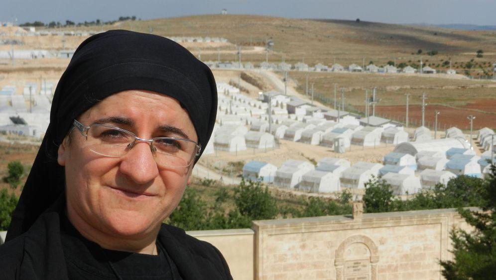 Hatune Dogan: Nonne gegen den IS