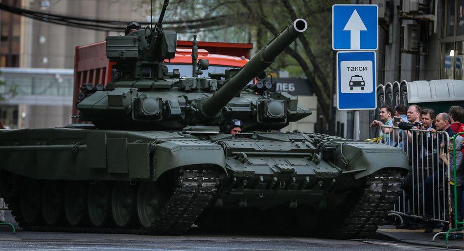 Russischer Panzer bei Militärparade in Moskau: Den Konkurrenten USA überholt