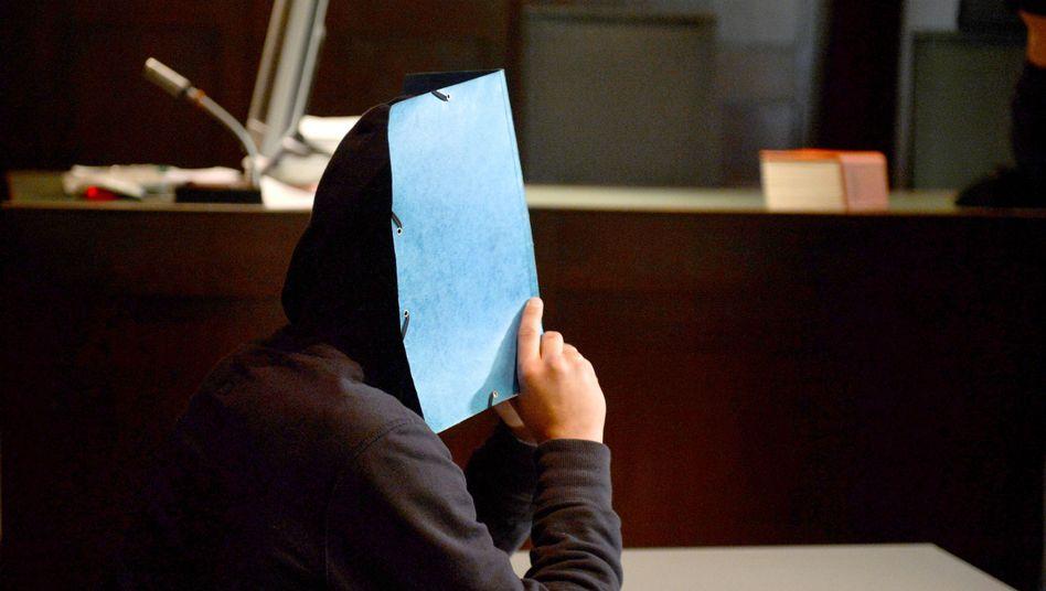 """Der 18-jährige Angeklagte am Mittwoch im Gericht: Entschuldigung für den """"Bockmist"""""""