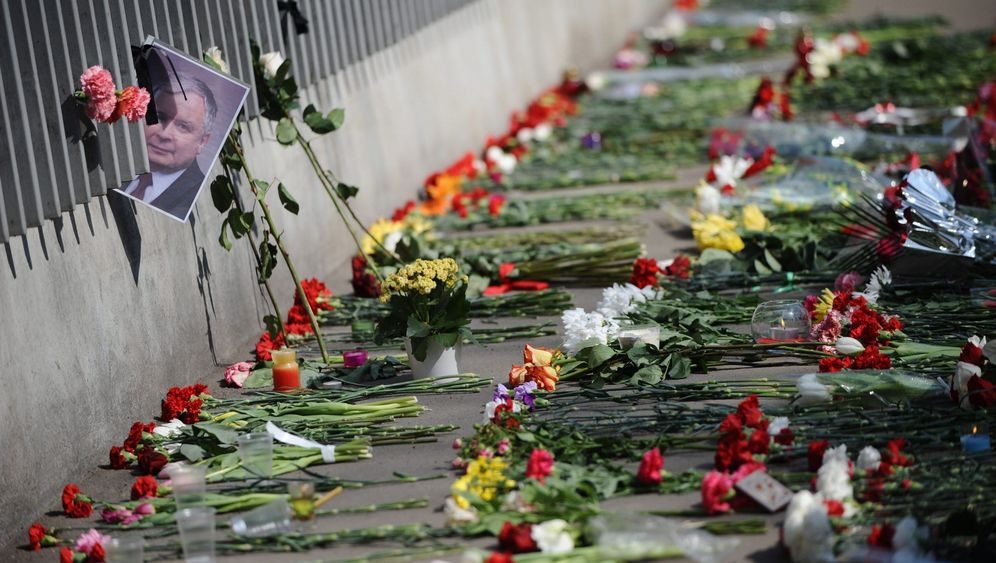 Photo Gallery: Polish President's Burial Plans Spark Protests