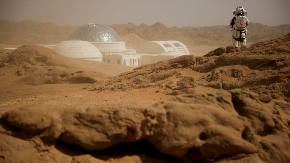 Bisher können Menschen nur simulieren, den Marsboden zu betreten – wie beim »C-Space Project Mars« in der Wüste Gobi.