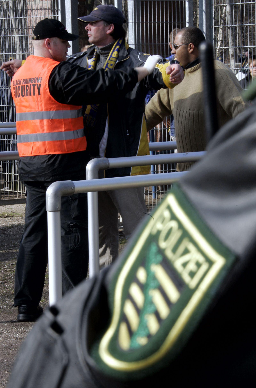 NICHT VERWENDEN Sicherheitskontrolle / Stadion / Fußball