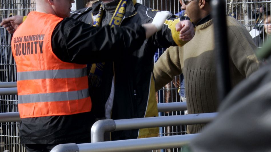 Polizeikontrolle im Stadion: BGH bestätigt Stadionverbot