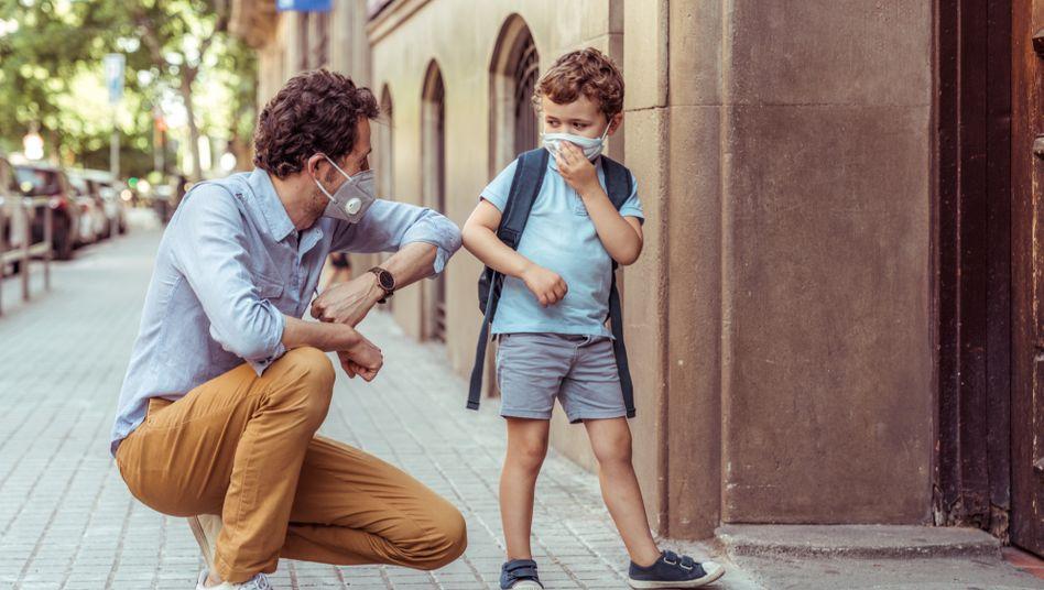 Corona-Gru??: Arbeitende Eltern stellt die Pandemie vor eigene Herausforderungen