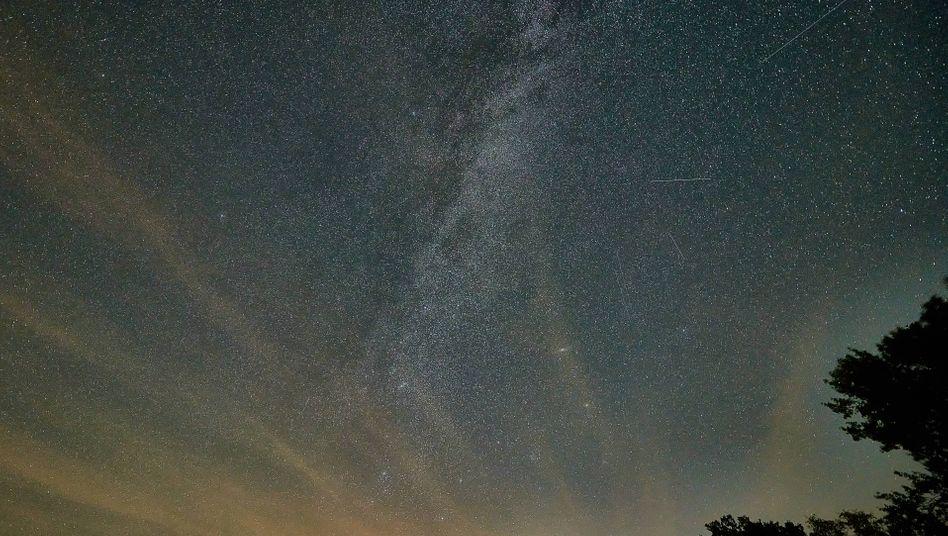 Meteoritenschauer am nächtlichen Himmel über Niedersachsen (Archivbild)