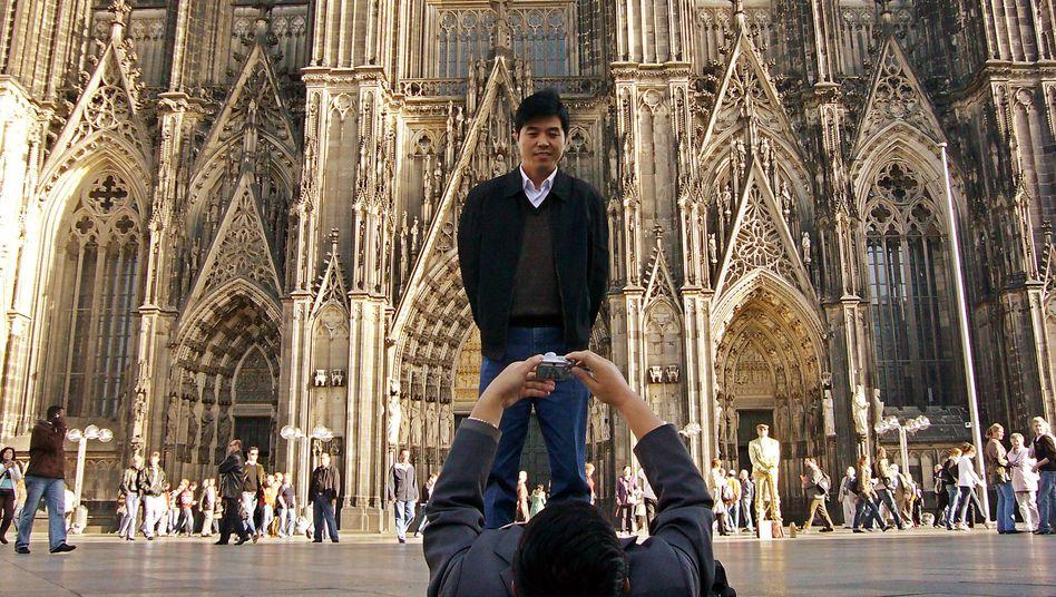 Chinesische Touristen in Köln: 64 Seiten Knigge-Tipps