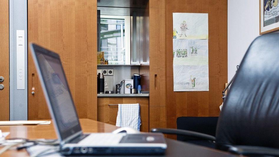 Abgeordnetenbüro in Berlin: Zum Geschirrspülen missbraucht