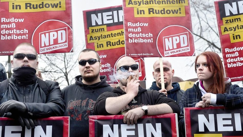 NPD-Demonstration gegen Asylbewerber in Berlin am 24. November