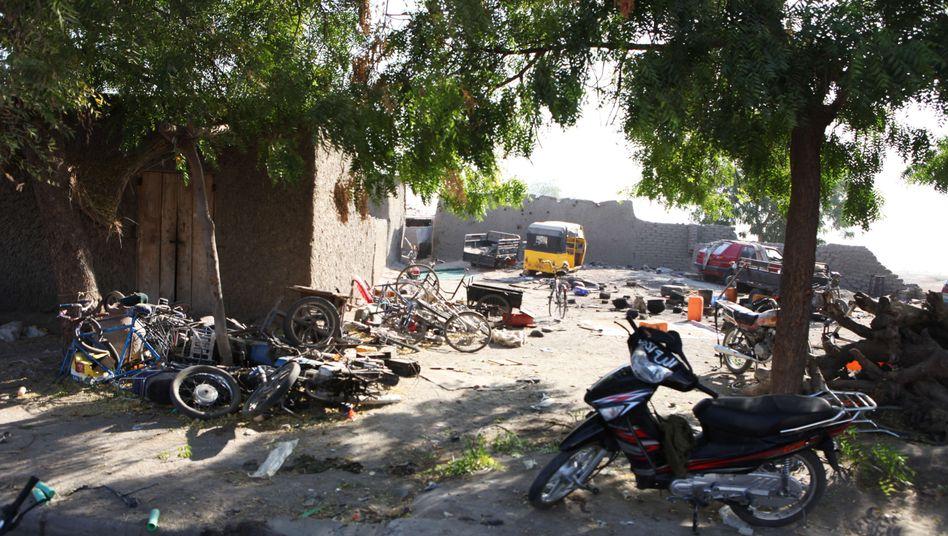 Verlassene Motorräder in Gamboru (Archiv): Boko Haram flüchtet nach Angriff